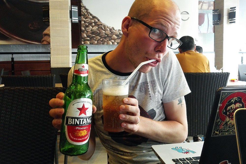 00005: Cerveza con Pitillo
